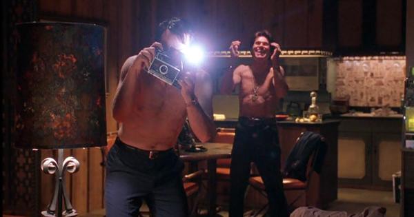 auto-focus-2002-movie-review-bob-crane-john-carpenter-sex-scene-greg-kinnear-willem-dafoe