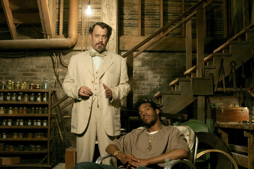 still-of-tom-hanks-and-marlon-wayans-in-the-ladykillers-(2004)-large-picture